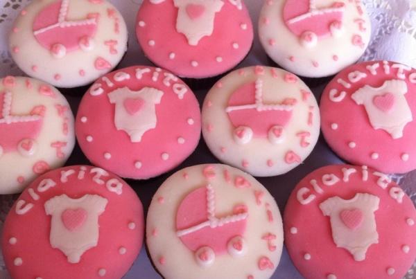Cup cakes con diseño baby shower clarita